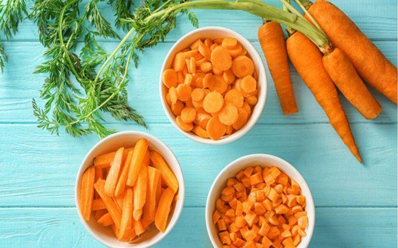 Ăn cà rốt sống mỗi ngày để giảm mụn