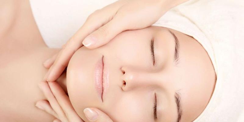massage mặt giúp bạch huyết lưu thông